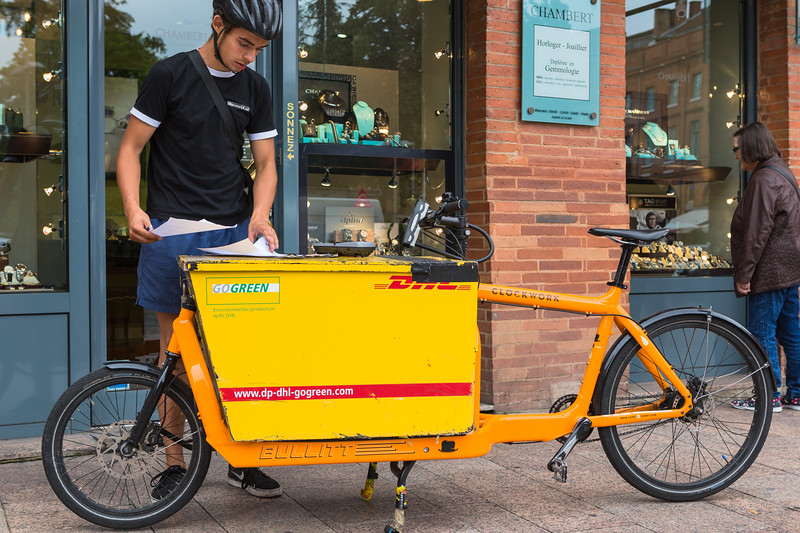 DHL Bullitt cargo bike delivery Toulouse France 230716 ©RLLord 5601 smg