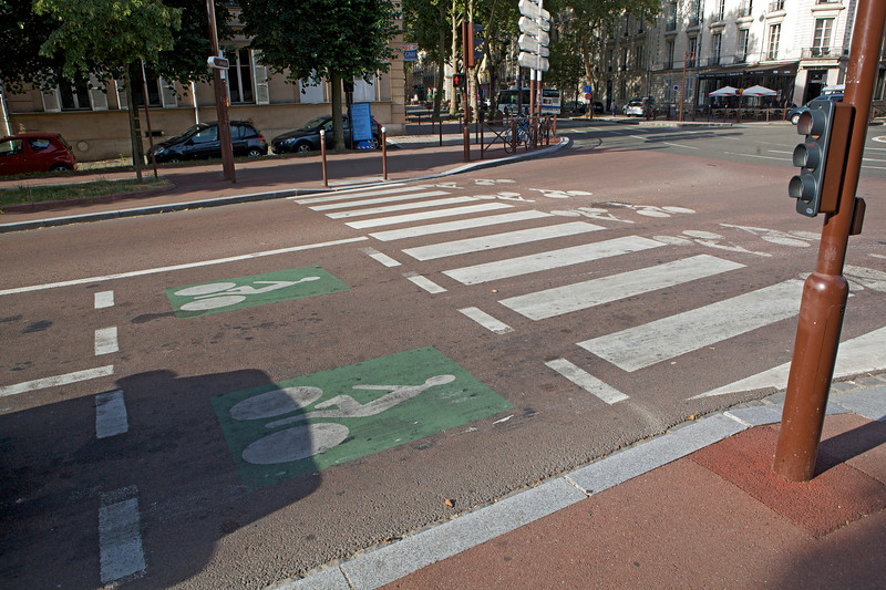 Bicycle box at traffic light in Versailles, France