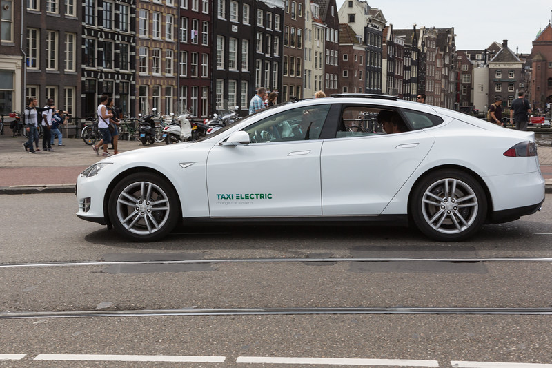 Tesla model S taxi Amsterdam 110815 ©RLLord 1918 smg