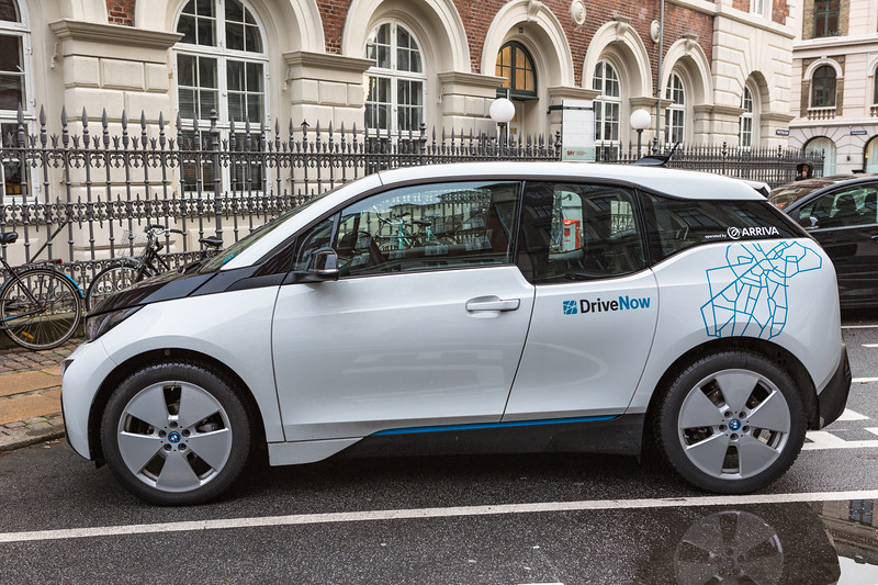 BMW i3 e on charger Herluf Trolles Gade Copenhagen 241115 ©RLLord 6922