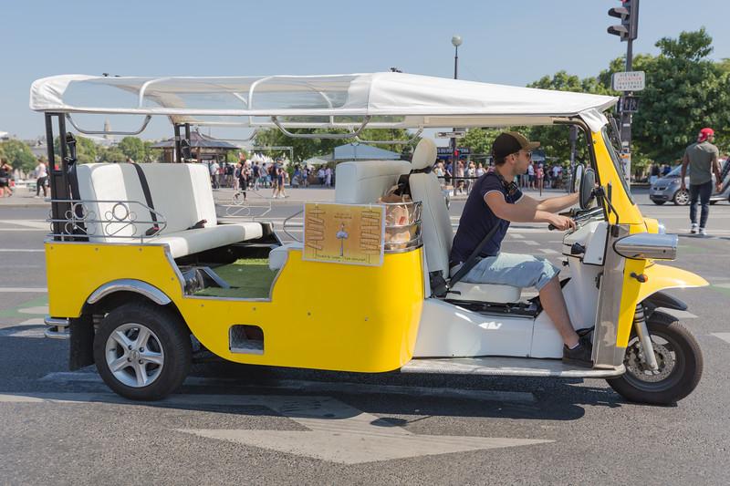 electric Tuktuk near Eiffel Tower Paris 150816 ©RLLord 0158 smg