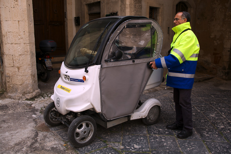 Sicily Poste Italiane electric vehicle 870 310310 smg