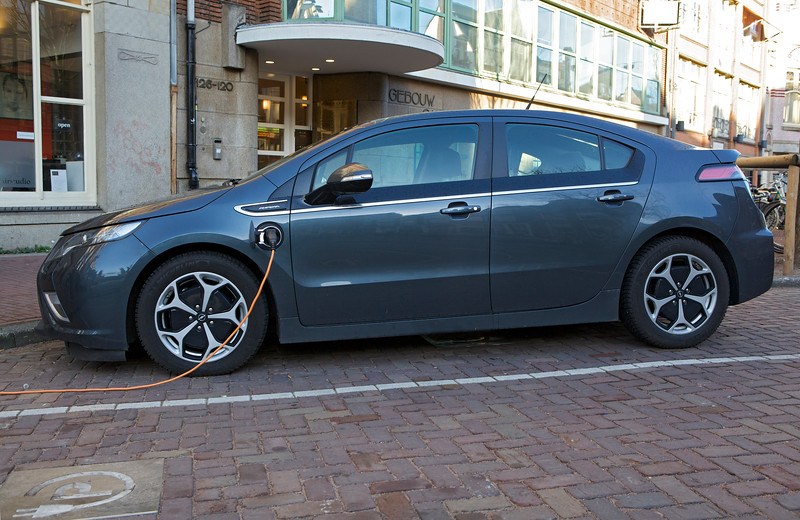 Chevrolet Ampera charging Amsterdam 050114 ©RLLord 7504 smg