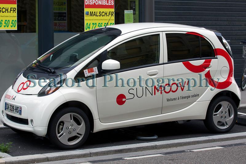 Lyon ecocity Sunmoov electric car sharing 060814 ©RLLord 6273 smg