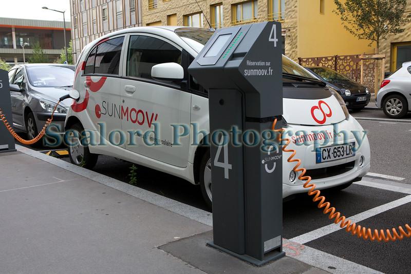 Lyon ecocity Sunmoov electric car sharing 060814 ©RLLord 6250 smg