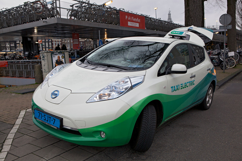 Nissan Leaf electric taxi Amsterdam Centraal 070114 ©RLLord 8095 smg