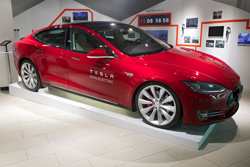 Tesla Model S Gatwick Airport departures 010714 ©RLLord 3286 smg