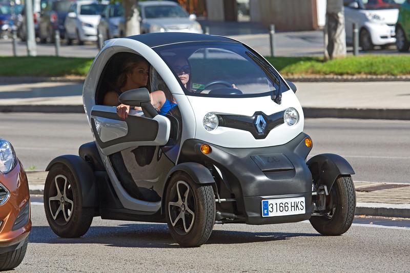 Renault Twizy at traffic lights Palma Mallorca 280614 ©RLLord 2277 smg