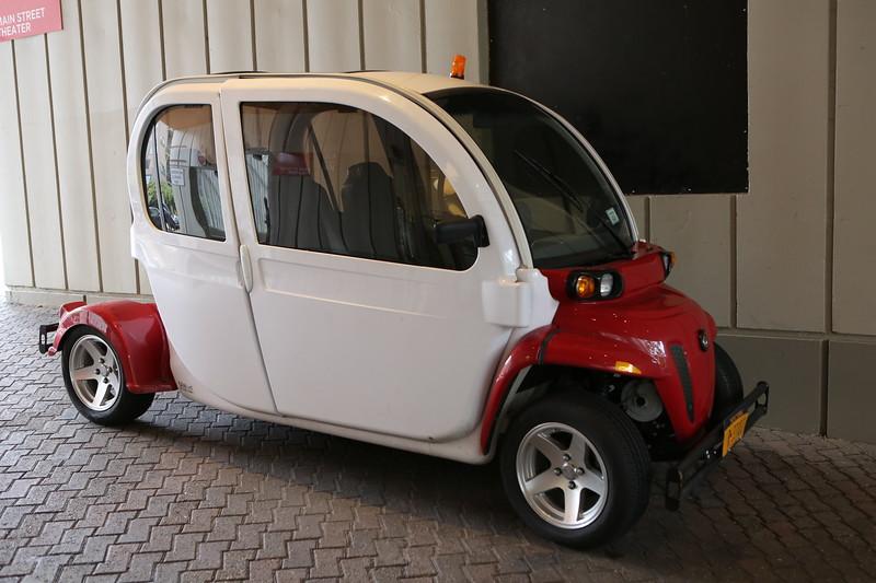 An electric GEM e4 vehicle on Roosevelt Island, New York