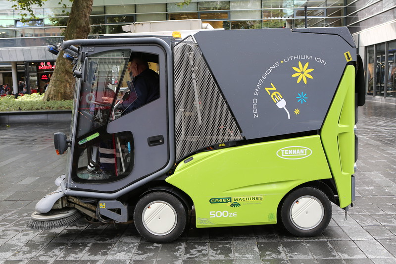 A Tennant 500ZE electric street sweeper working quietly in Rotterdam, Netherlands