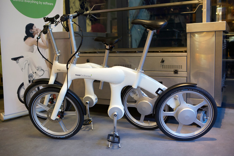 Mando footloose electric bicycles in the entrance hall of a Rotterdam restaurant