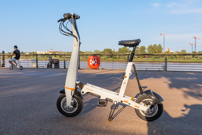 Onemile foldable electric scooter available for rent from Urban Trip in Bordeaux, France