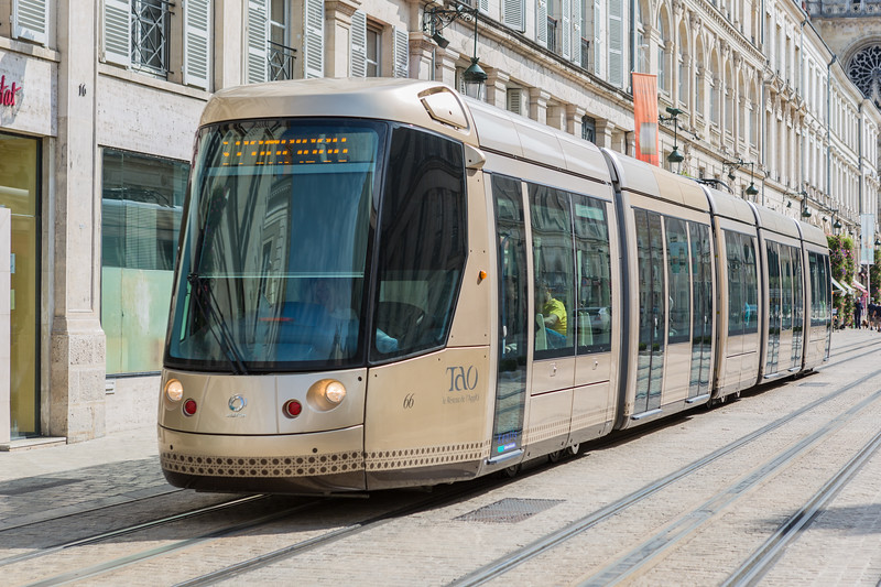 TAO Alstom tram Rue Jeanne d'Arc Orleans France 170815 ©RLLord 2444 smg