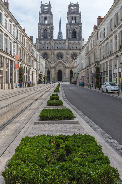 Orleans Cathedral tramway road v 170815 ©RLLord 2497 smg
