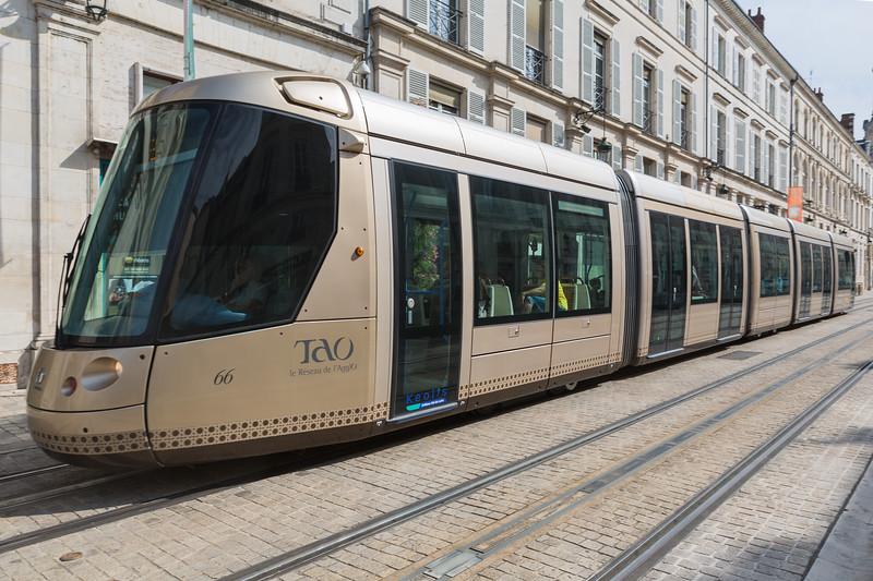 Orleans TAO Alstom tram France 170815 ©RLLord 2446 smg