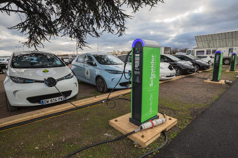 Schneider electric car charging Le Bourget Paris COP21 041215 ©RLLord 8541 smg