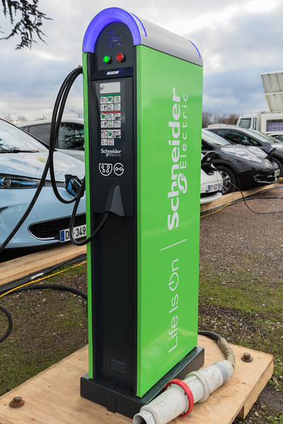 Schneider electric car charger Le Bourget Paris COP21 v 041215 ©RLLord 8542 smg
