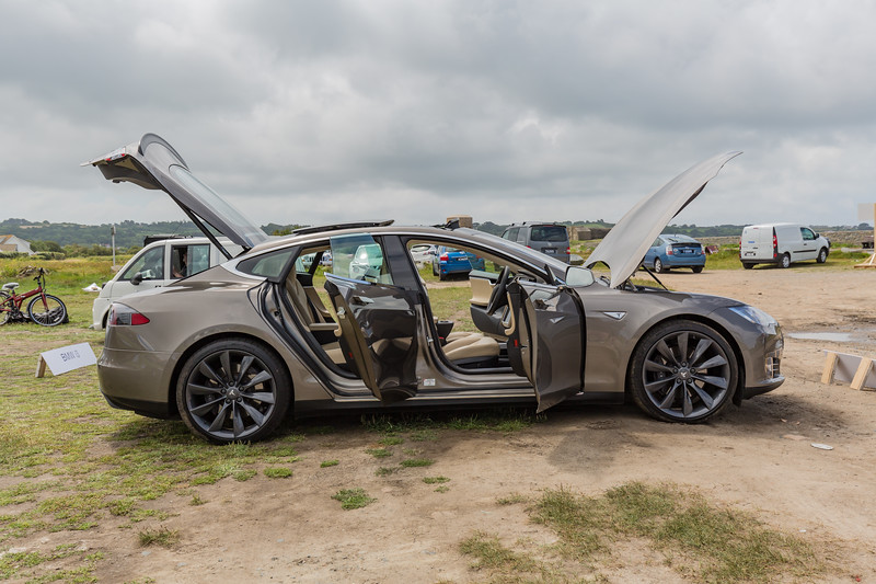 Tesla S P85 D with doors open Guernsey electric vehicle Open Day 250616 ©RLLord 3809 smg