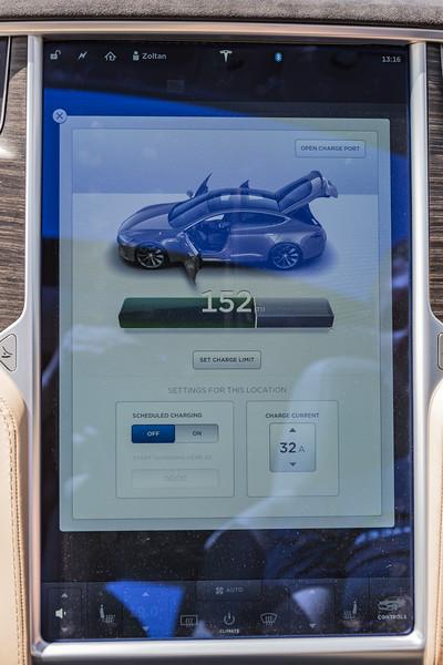Telsa S P85 D display pad 250616 ©RLLord 3857 smg