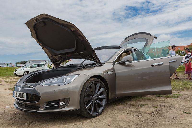 Tesla P85 D Guernsey electric car show Vazon 250616 ©RLLord 3763 smg