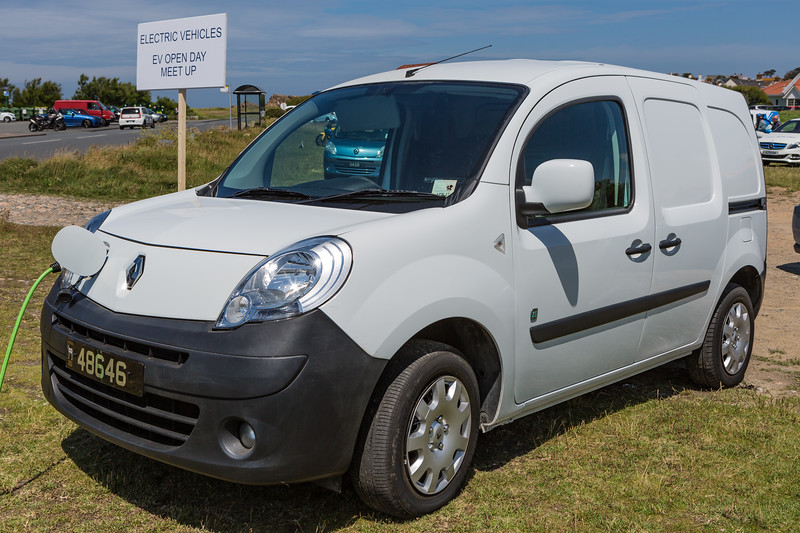Renault Kangoo electric van Guernsey electric vehicle open day 250616 ©RLLord 3911 smg