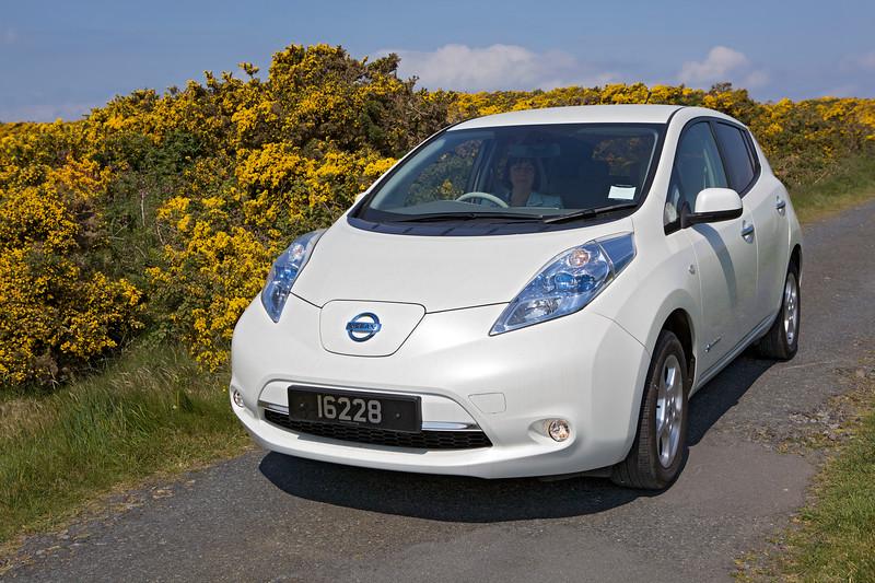 Nissan Leaf electric car gorse LAncresse Guernsey 250513 ©RLLord 9988 smg