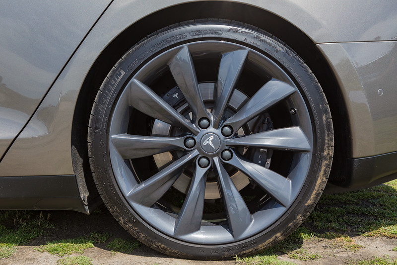Tesla S P85 D wheel Guernsey Electric Vehicle Open Day  250616 ©RLLord 3828 smg