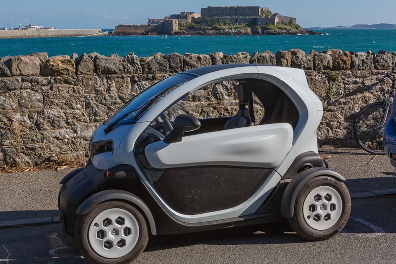 Renault Twizy La Valette Castle Cornet 300915 ©RLLord 5268 smg