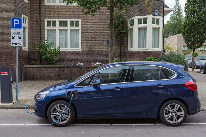 BMW 225XE plug-in hybrid electric car Amsterdam 050816 ©RLLord  smg