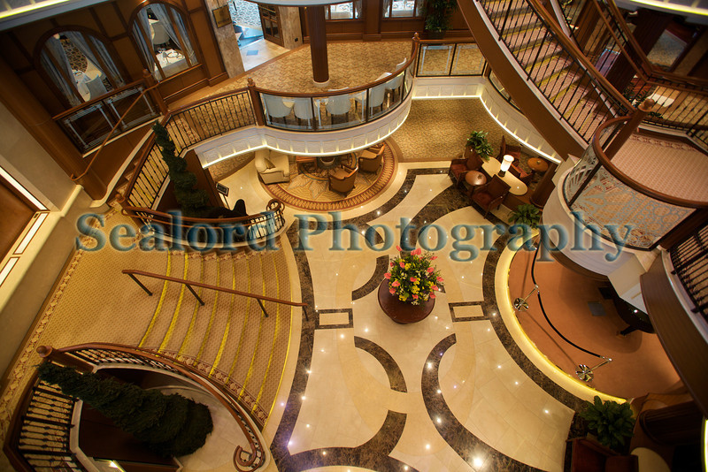 Queen Elizabeth grand lobby 110911 ©RLLord 0668 smg