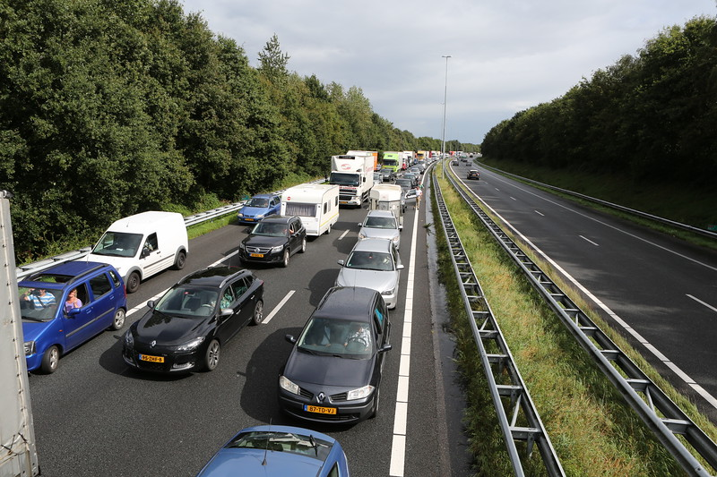 Accident causes long traffic delay on Dutch motorway