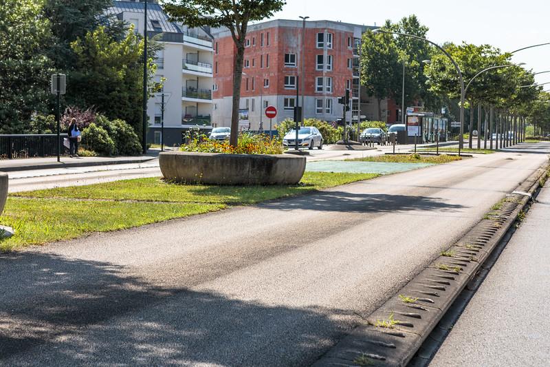 Dedicated raised bus lanes in Nantes, France