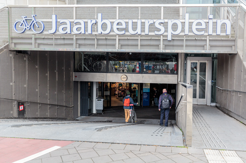 The entrance to the Jaarbeursplein bicycle parking station