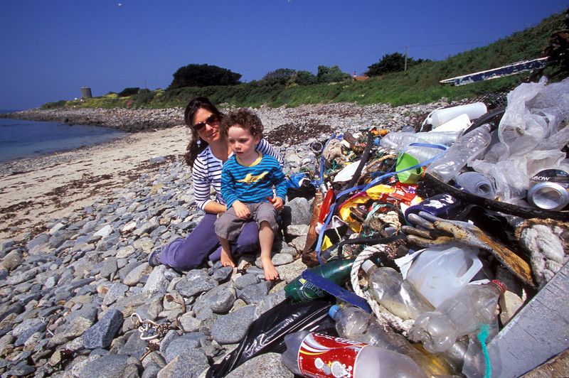 Beach clean at Champ Rouget, Chouet to commemorate World Oceans Day on 8 June 2007.