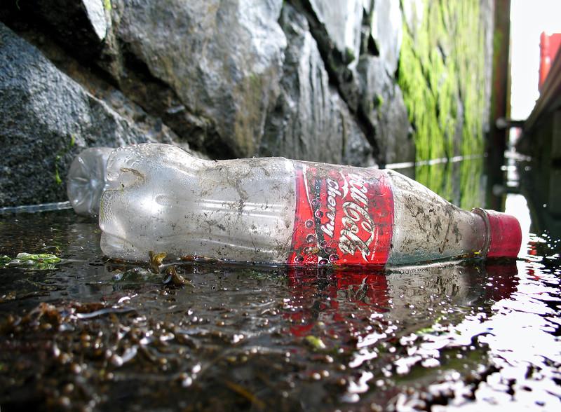 QE II marina south side plastic cherry coke bottle litter 020607 066