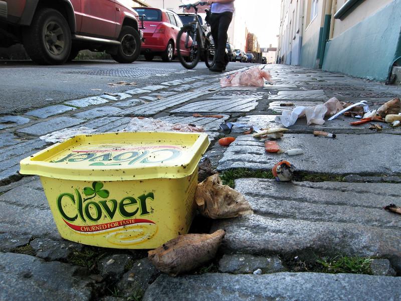Pedvin Street litter 020507 8479 smg