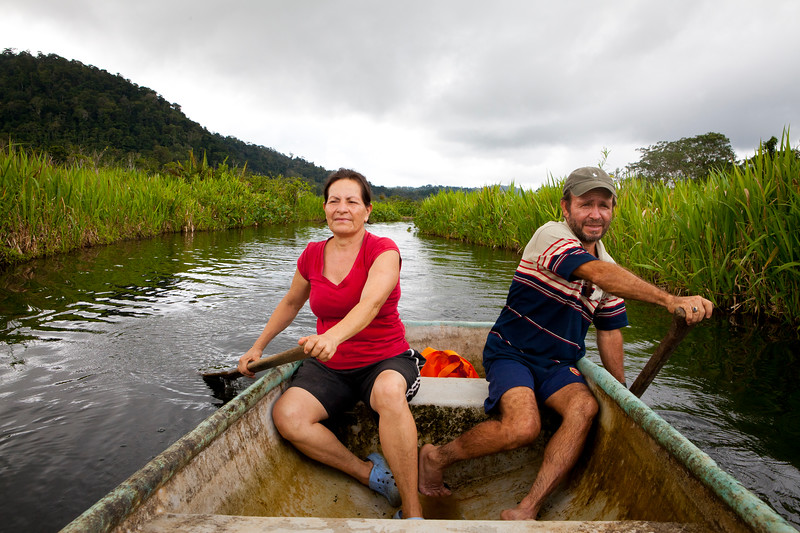 Osa residents Carlos and Mayra, who appear in 2.5%, on the Laguna Chocuaco canoe tour