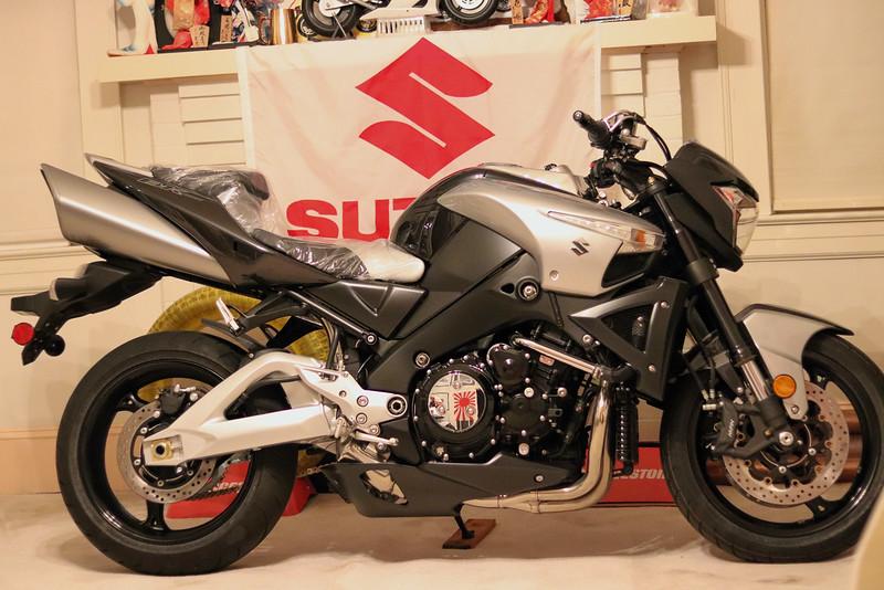 Suzuki B-King -  (1)