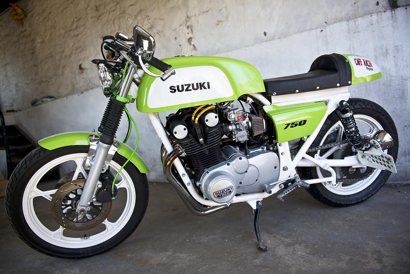Suzuki GS750 Custom -  (1)