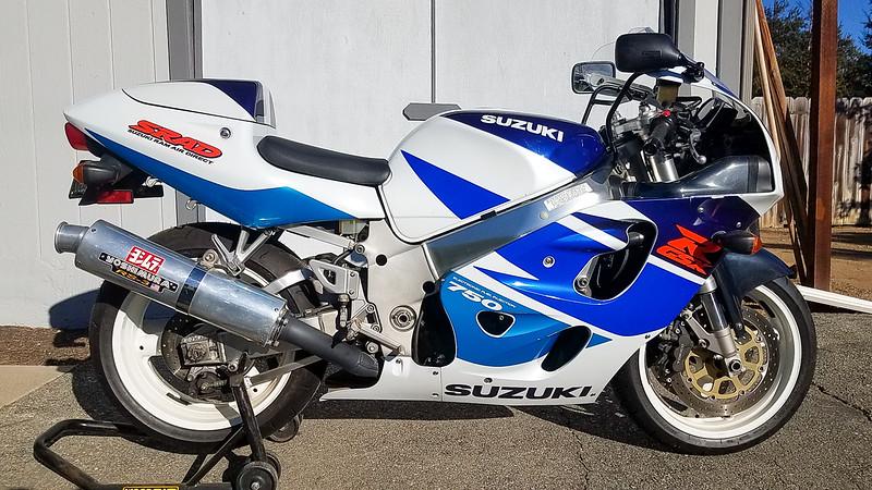 Suzuki GSX-R750 -  (3)