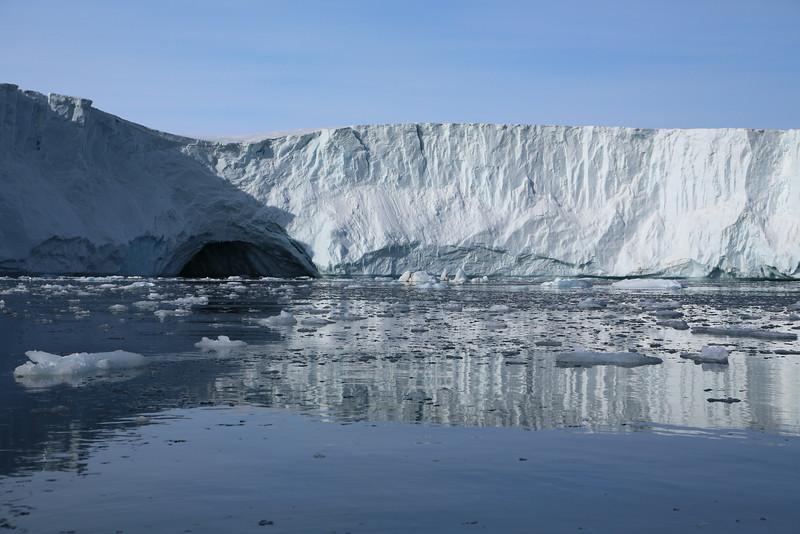 Brasvellbreen ice cavern