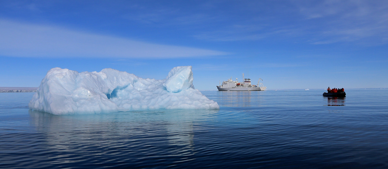 Ice, ship and zodiac off Brasvellbreen