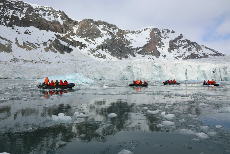 Zodiac cruisers amongst the ice in Hornsund