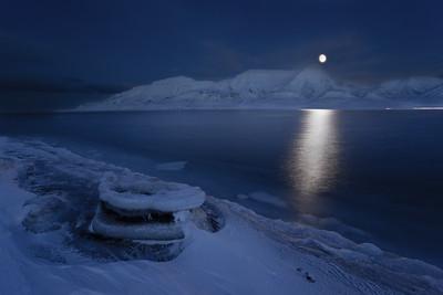 polar night seascape