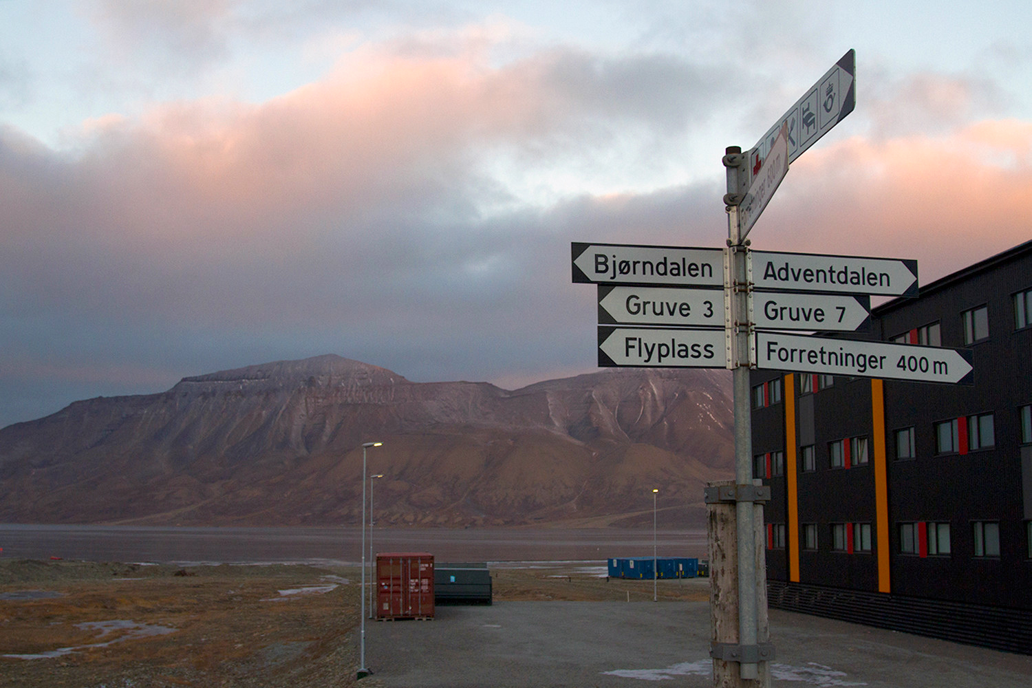 longyearbyen facts