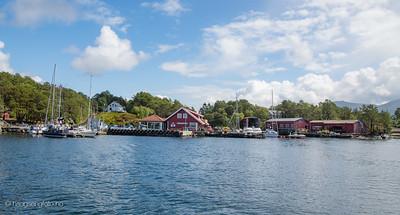 Svanøy, sør for Florø.