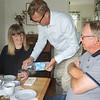 Stefan serving Elisabeth; Claes looking on.