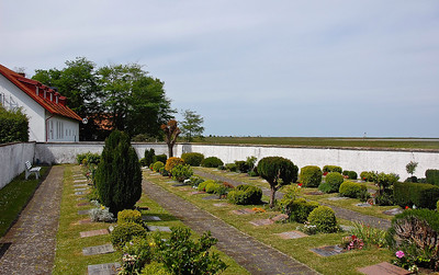 falsterbo-church-garden-2