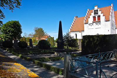 falsterbo-church-garden