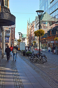 malmo-town-shoppers
